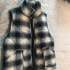 Jackets & Blazers - Puffer vest in cream and navy plaid.